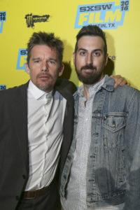 Ethan Hawke,a sinistra, ed il regista Ti West